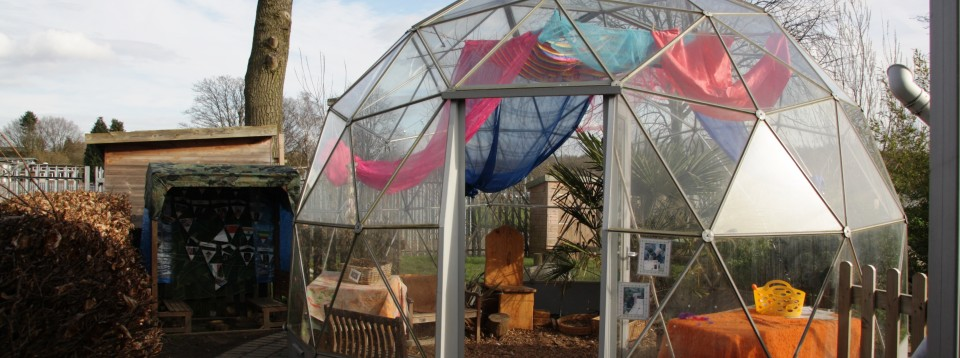 Alfreton Nursery School, Derbyshire outdoor learning