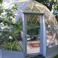 SOLARDOME Haven, citrus trees and dining area